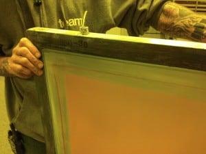 Esta pantalla emulsionada muestra una cobertura completa de la superficie de malla abierta.