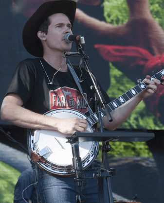 Ketch Secor of Old Crow Medicine Show  rocking a Farm Aid 2015 t-shirt